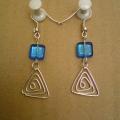 modré trojúhelníky